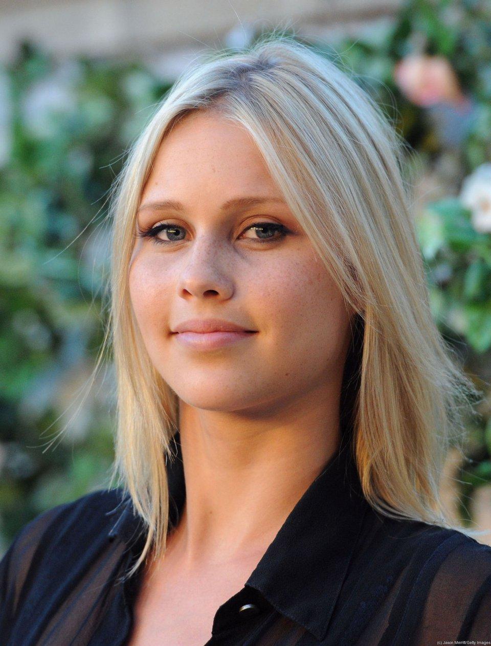 Порно актриса новая жена для графа дракулы порно онлайн супругам