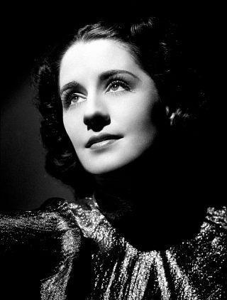 """Ее основное амплуа... в 30-е годы.  Её именовали не иначе как  """"Королева Норма """" и..."""