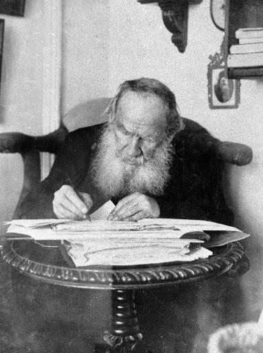 Война и миръ) - роман-эпопея Льва Николаевича Толстого, описывающий